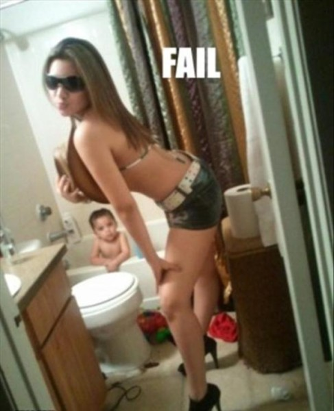 Bathroom Selfies Fail (10 Photos)